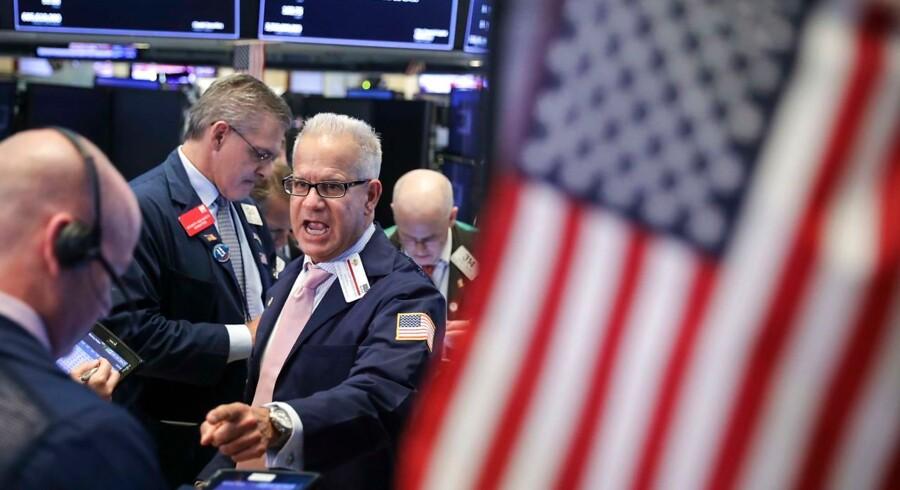 De store udsving på de amerikanske aktiemarkeder fortsatte fredag, hvor pilen pegede kraftigt nedad efter flotte stigninger torsdag.