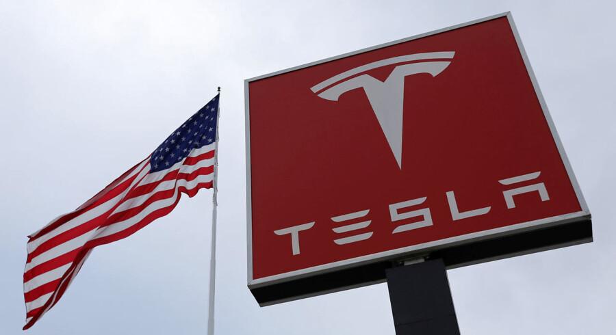 Det amerikanske forbundspoliti, FBI, har indledt en efterforskning af elbilproducenten Tesla. Myndighederne mistænker selskabet for at have vildledt aktiemarkedet og investorerne ved at have lovet en for høj produktion af selskabets nyeste bil, Model 3.