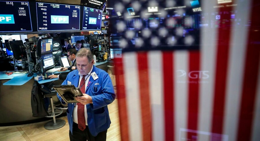 NEW YORK, NY - OCTOBER 26: Traders and financial professionals work ahead of the closing bell on the floor on the New York Stock Exchange (NYSE), October 26, 2018 in New York City. The Dow Jones Industrial average was down nearly another 300 points at the close on Friday. Disappointing earnings numbers from key technology companies, including Amazon and Alphabet, were driving forces for the markets' slide. Drew Angerer/Getty Images/AFP == FOR NEWSPAPERS, INTERNET, TELCOS & TELEVISION USE ONLY ==