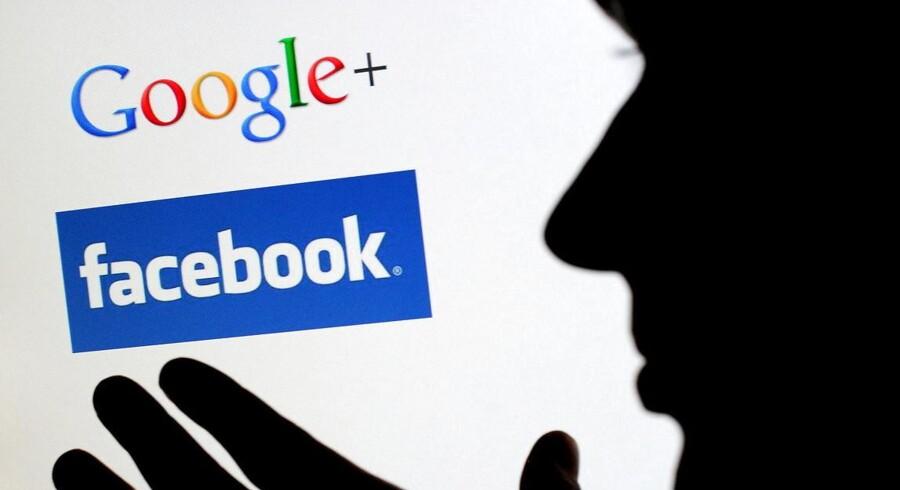 Det skal være slut med, at internationale teknologigiganter som Google og Facebook overfører indtægter til andre lande, hvor selskabsskatten er lavere. Fra 2020 skal der afregnes lokal skat af indtjeningen og ikke af overskuddet, siger den britiske regering. Arkivfoto: Julian Stratenschulte, EPA/Scanpix