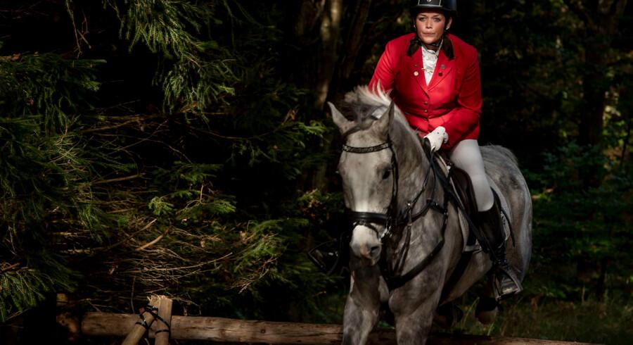 Sabrina Solis og hesten Albert red også hubertusjagt sammen sidste år. Hun har lært ham ikke at være bange for vandpytter. Faktisk var han heller ikke så glad for spring ... I dag er han ingen bangebuks, og på søndag rider de igen sammen i Dyrehaven.