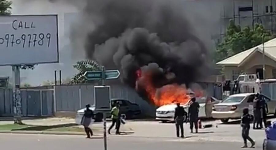 Politi  og shiamuslimske aktivister har udkæmpet gadekampe i Nigerias hovedstad, Abuja, gennem flere dage. En shiamuslimsk gruppe siger,  at 42 af dens medlemmer er blevet dræbt. Social Media/Reuters