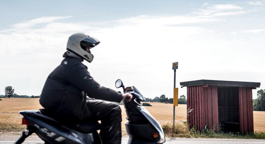 I et udspil lægger regeringen op til at fratage dispensationer for at køre med styrthjelm for motorcyklister.