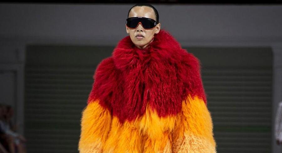 Saks Potts har gjort pelsen ung, vild og moderne – men er du klædt på med de rigtige argumenter til at bære den?