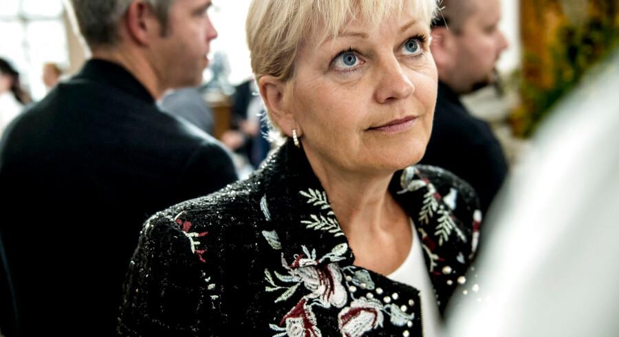 Eva Kjer Hansen er ligestillingsminister og var i dag med til at offentliggøre, at Dansk Stalking Center er blevet bevilliget 28 millioner kroner fra 2019 til 2022, og derefter får de fast årligt 8 mio. kroner som fast driftsbevilling. Det betyder, at de kan fortsætte deres arbejde for at komme stalking til livs. Pengene modtages med kyshånd, oplyser Lise Linn Larsen, direktør i Dansk Stalking Center.