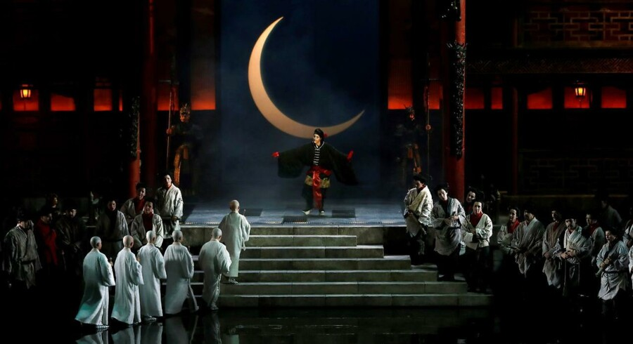 Et stort afsnit i Søren Schausers bog handler om det eksotiske: Indtryk fra Arabien og især Fjernøsten blev en afgørende tændstik til århundredskiftets bål - som her i komponisten Giacomo Puccinis ufuldendte opera, »Turandot«. Foto: Juan Carlos Cardenas/EPA