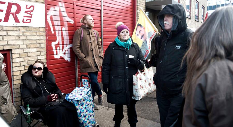 Ifølge en ny sammenligning af kommunerne, ligger københavns Københavns i bunden, hvad angår evnen til at få kontanthjælpsmodtagere væk fra offentlig forsørgelse. Her er det foreningen Jobcentrets Ofre, der demonstrerer foran et af kommunens jobcentre.