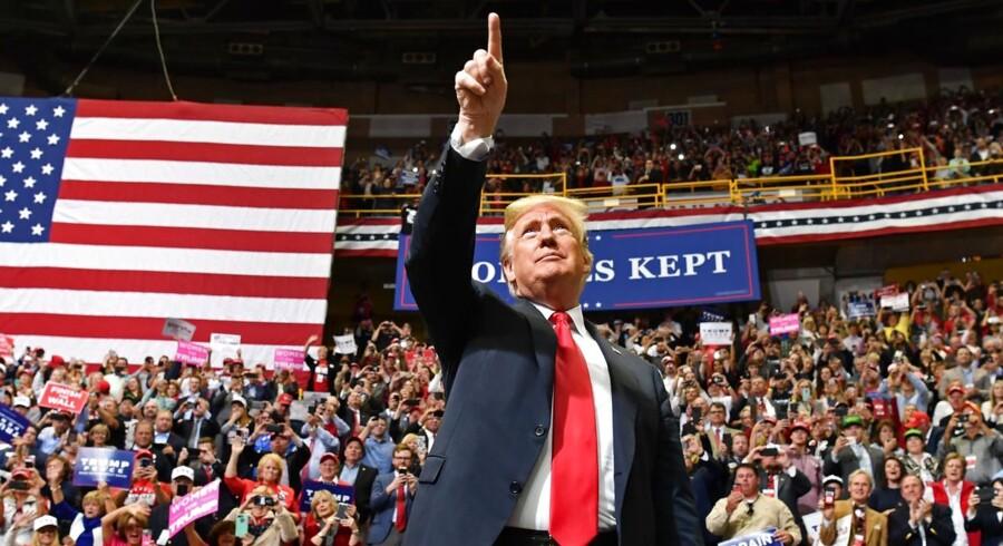 Midtvejsvalget bliver en vigtig test for Donald Trump. Taber han valget, som Jimmy Carter og Herbert Hoover gjorde det, så begynder det at smage af enden på »Reagans bølge«, men demokraterne mangler en stærk kandidat.