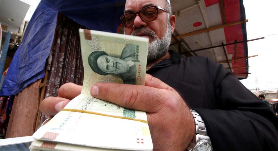 Sanktioner mod Iran har allerede haft hårde konsekvenser i Iran. Valutaen er faldet markant i værdi, og inflationen og arbejdsløsheden er steget.