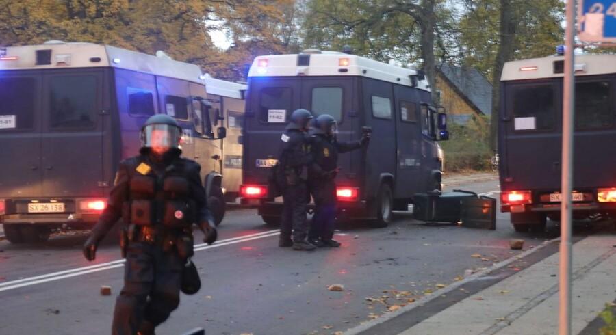 Uro efter fodboldkampen mellem Brøndby og FCK på Brøndby Stadion søndag. En fangruppering har kastet sten mod politiet og anvendt tåregas.