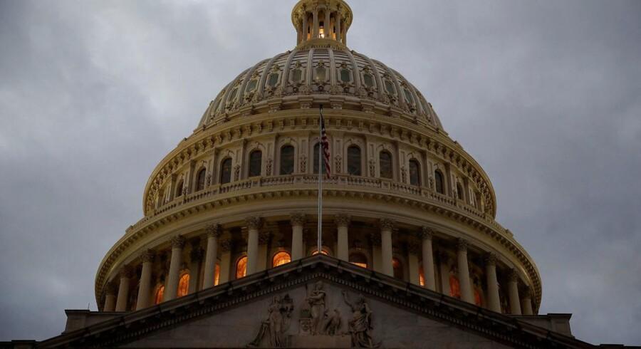 USA står over for store finanspolitiske udfordringer i de kommende år, men ingen af partierne har mod til at tage et opgør med skatter og velfærdsprogrammer. Jo længere man venter, desto mere alvorlige bliver de nødvendige tiltag.