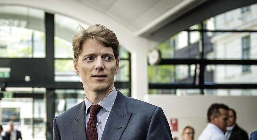 Robert Mærsk Uggla, adm. direktør i A.P. Møller Holding, mistede tålmodigheden med bestyrelsen i Danske Bank og har derfor indkaldt til ekstraordinær generalforsamling. »Det er klart, at vi sender et signal i, at vi vil have ham som formand,« siger han om valget af Karsten Dybvad som formandskandidat.