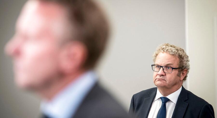 Fodboldbøller skal selv betale for hærværk og udgifter til politiet, lyder et forslag fra Venstres Preben Bang Henriksen, der vil gå længere end justitsminister Søren Pape Poulsen (K) i kampen mod vold ved fodboldkampe.