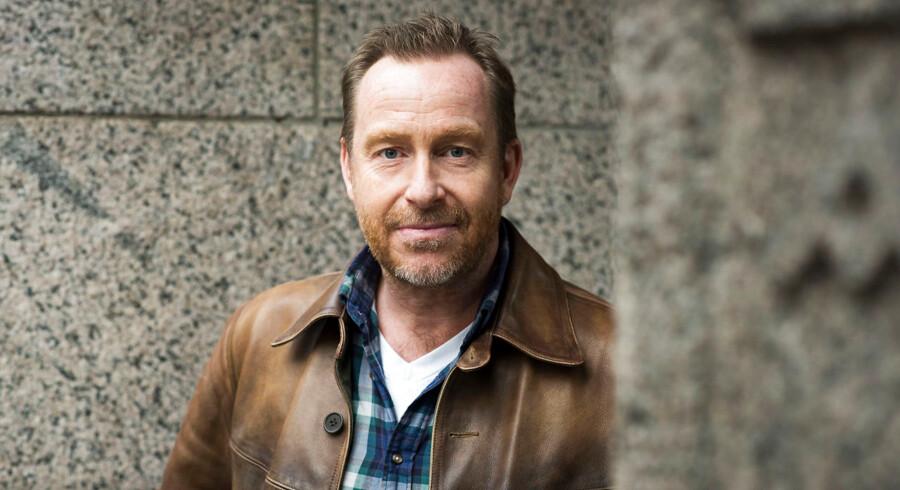 """Den prisvindende danske serieskaber Adam Price, som står bag danske tv-serier som """"Herrens Veje"""" og """"Borgen"""", skal lave en ny Netflix-serie."""