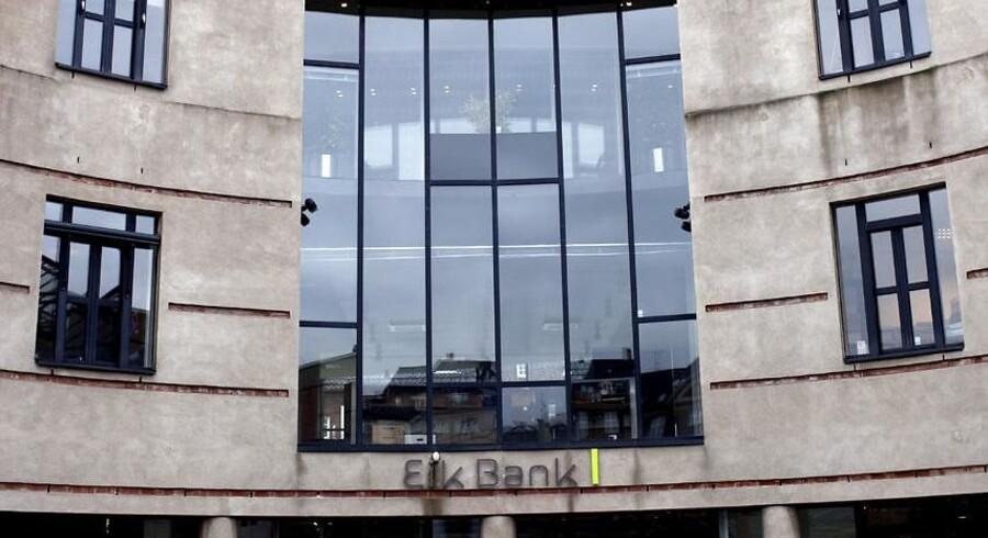 Den færøske bank Eik Bank. Mens fire tidligere medlemmer af bankens ledelse for nylig blev dømt i landsretten, så gik bankens mangeårige direktør Brian Toft fri, da kravet mod ham var forældet.