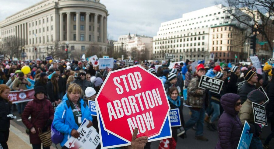 Staterne West Virginia og Alabama er nu et skridt tættere på at kunne forbyde abort fuldstændig. På billedet ses abortmodstandere protestere i hovedstaden Washington D.C. sidste år.