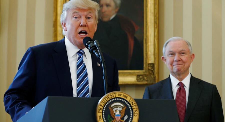 I 2017 blev Jeff Sessions taget i ed som justitsminister under Donald Trump. Nu har præsidenten tvunget Sessions til at træde tilbage, og det bør give anledning til bekymring for den særlige undersøger, Robert Muellers, uafhængige efterforskning af forbindelser mellem Trumps kampagnestab og Rusland.