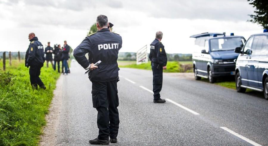 (ARKIV) Lørdag den 29. september 2018 er Politiet tilstede i den lille fynske by Espe. Defekt gps-udstyr i eftersøgt Volvo ledte fejlagtigt politiet i retning af Fyn under den store politiaktion i september, hvor broer og veje blev lukket.