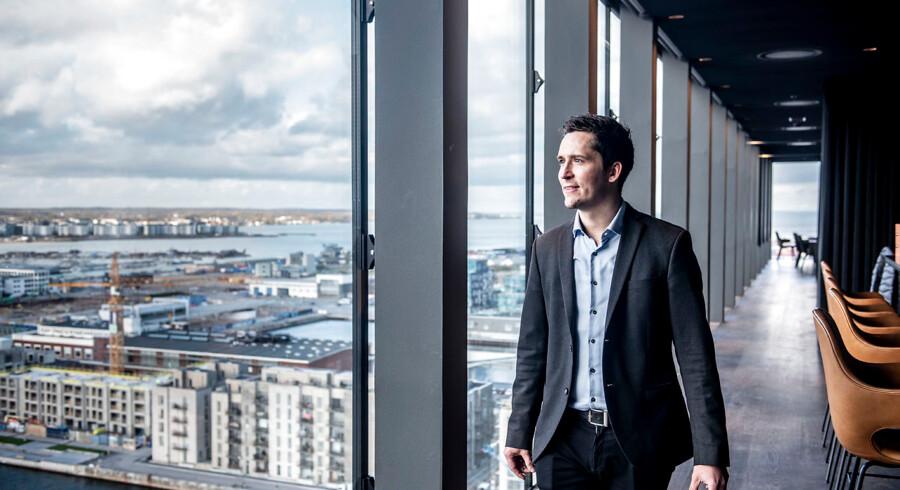 »Der er ingen tvivl om, at markedet for boligbyggeri i København er afventende. Ingen ved helt, om det går den ene eller den anden vej,« siger Jacob Eiskjær Olesen, medejer og adm. direktør i Nordic Real Estate, der blandt andet har bygget luksusbyggeriet The Silo, hvorfra han nyder udsigten over den nye bydel Nordhavn.