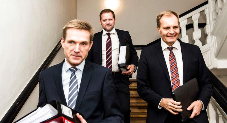 »DF er ikke et parti, der ønsker at pensionsalderen skal stige. Det er ikke vores ønske, og lige nu er vores indstilling, at der ikke er grundlag for at hæve pensionen yderligere i 2020.« Det siger Dansk Folkepartis finansordfører, René Christensen, der her ses med DF-formand Kristian Thulesen Dahl og gruppeformand Peter Skaarup.