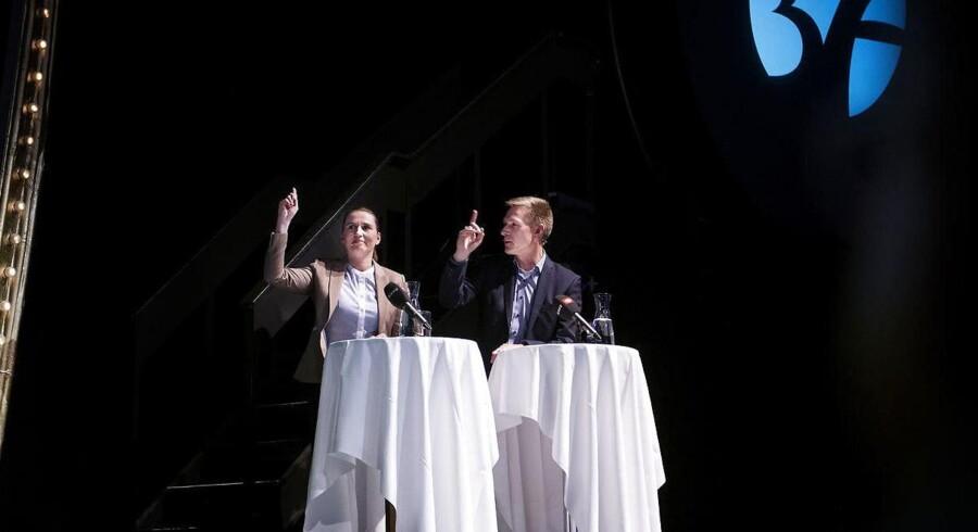 Mette Frederiksen (S) og Kristian Thulesen Dahl (DF) deltager i politisk topmøde om højere pensionsalder i Cirkusbygningen i København i 2017. Begge partiledere har løftet den advarende reformfinger. De ønsker et stop for nye reformer.