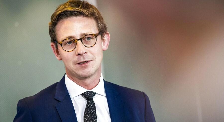 »Man skal ikke kunne meget andet end at lægge to og to sammen for at regne sig frem til, at det kan blive et problem at foretage en undersøgelse, hvis man har rådgivet dem, der er mistænkt for svindel,« siger skatteminister Karsten Lauritzen.