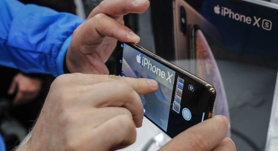Apple har selv nedtonet forventningerne til julesalget af iPhone-telefoner, men flere af underleverandørerne melder nu ud, at der er skruet ned for blusset i produktionen af det produkt, som Apple er afhængig af.