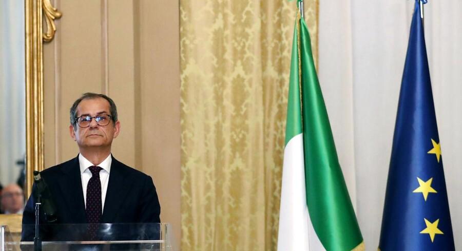 Den italienske økonomiminister Giovanni Tria står i en svær situation mellem krav og budgetansvarlighed og en populistisk regeringsprogram.