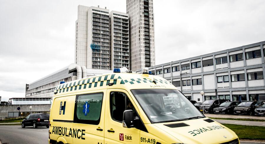 Overlæge på akutmodtagelsen på Herlev og Gentofte Hospital bekymrer sig over, at politikerne er med til at øge dødeligheden blandt patienterne på hans arbejdsplads. Undersøgelser bekræfter overlægens udtalelse.