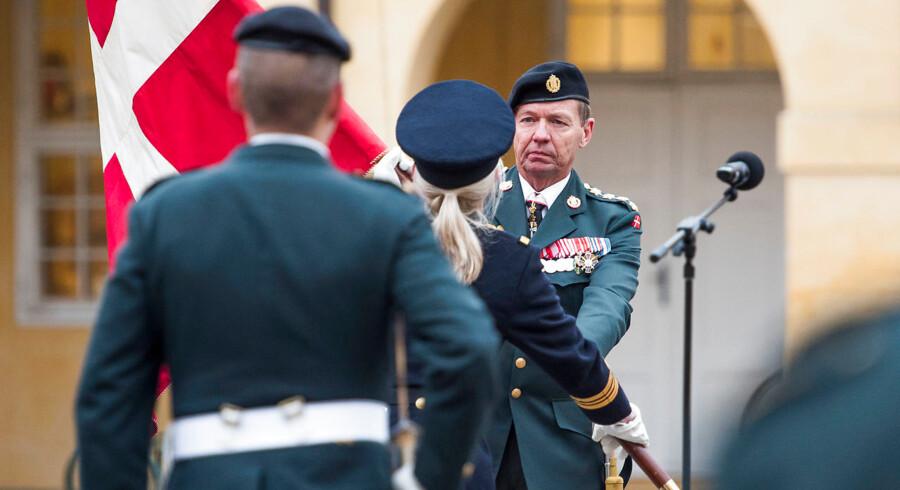 Forsvarschef Bjørn Bisserup, der her ses ved sin tiltrædelse ved en parade på Hærens Officerskole på Frederiksberg Slot, mener, at Forsvarets ledelseskultur skal kigges igennem.