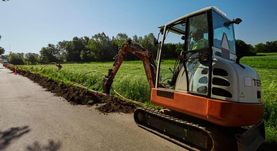 TDC sender nu gravemaskiner til Hvidovre og Sundbyvester på Amager for at grave fiberkabler ned i områder, hvor de første 4.000 husstande får tilbud om gratis tilslutning uden krav om siden at købe abonnement hos TDC. Arkivfoto: TDC