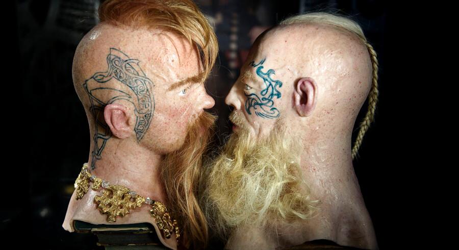 Jim Lyngvild har designet seks vikingehoveder til Nationalmuseets kommende vikingeudstilling. Hovederne ligner nogle, der kunne have siddet på kroppen af skuespillere fra HBO TV-serien »Vikings.« Den sammenligning passer Jim Lyngvild godt, seriens popularitet taget i betragtning. Han har designet dem ud fra sin egen forestilling om, hvordan vikinger så ud og ud fra de kilder, han har haft til rådighed.