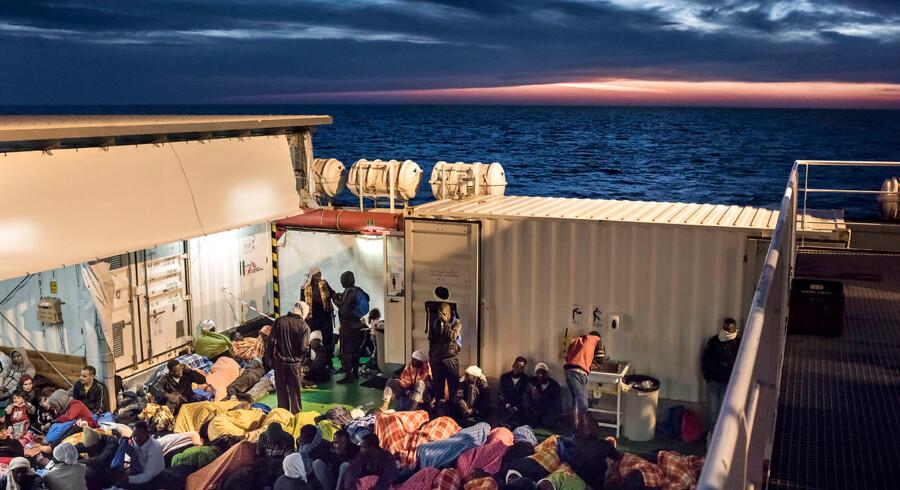 Milliarder af mennesker vil være på den anden side af Middelhavet – i lande, som er præget af økonomisk elendighed, politisk ustabilitet og konflikter. De vil sætte sig i bevægelse mod os. Vi kan ikke tage imod alle, men svaret er handelspolitiske løsninger og en intensiv diplomatisk indsats for at sikre fred og stabilitet i f.eks. Syrien og Libyen. Arkivfoto: Asger Ladefoged/Ritzau Scanpix