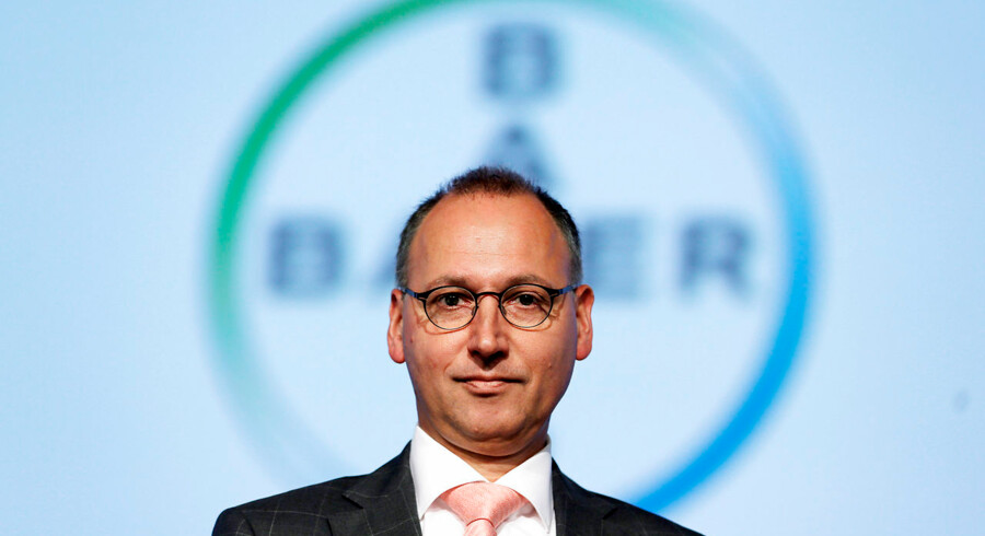 Werner Baumann, topchef for den tyske kemi- og medicinalkoncern Bayer, poserer her ved den årlige generalforsamling i 2016, der blev afholdt 29. april, to dage før han tiltrådte som koncernchef. Mindre end en måned senere afgav han sit første bud på at overtage amerikanske Monsanto i en kæmpefusion, han betragtede som nødvendig for, at Bayer ikke selv blev opkøbt. Sammen er de verdens største producent af såsæd og pesticider til landbruget.