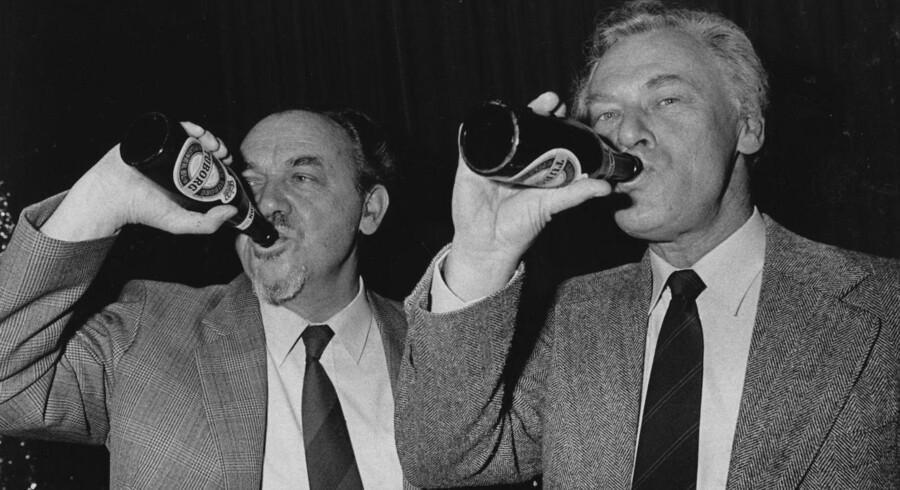 »Poul Schlüters tid« er andet bind i en serie på to om tiden fra 1972 til 1993. Første bind handlede om Anker Jørgensens statsministertid. Her er Anker Jørgensen og Poul Schlüter fanget på valgaftenen i 1983.