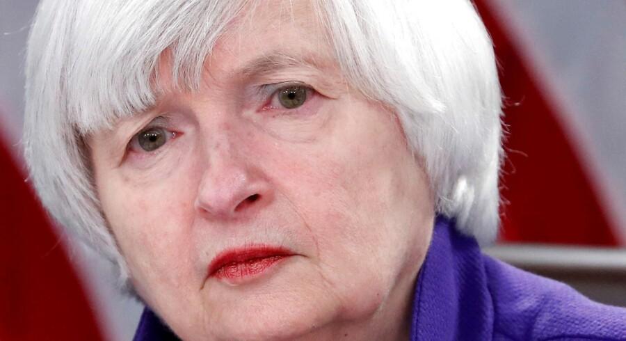 Det var den tidligere chef for den amerikanske centralbank Janet Yellen, der tilbage i 2014 annoncerede, at opkøbsprogrammet ville slutte. Programmet var med til at hive den amerikanske økonomi ud af sumpen fra finanskrisen. Efterdønningerne af programmet findes stadig.