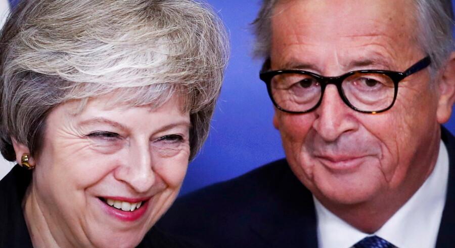 Storbritanniens premierminister Theresa May og kommissionsformand Jean-Claude Juncker skal mødes lørdag inden et møde blandt EUs stats- og regeringsledere, som der er store forventinger til.