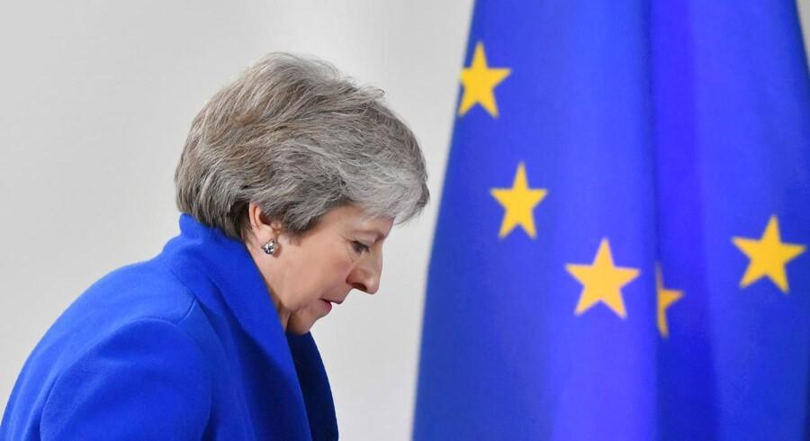 Den britiske premierminister Theresa May virkede efter EU-topmødet søndag træt og udslukt, og de færreste tror, at hun har energien – og personligheden – til på 14 dage at overbevise vælgerne og et flertal i parlamentet om sin skilsmisseaftale med EU. Og hvad så?