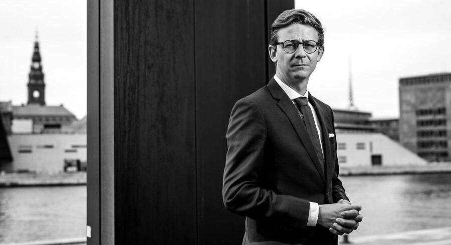 Skatteminister Karsten Lauritzens (V) ministerium bliver kritiseret for flere gange at bede om ændringer i den måde, materiale til Undersøgelseskommissionen om Skat skal udleveres på.