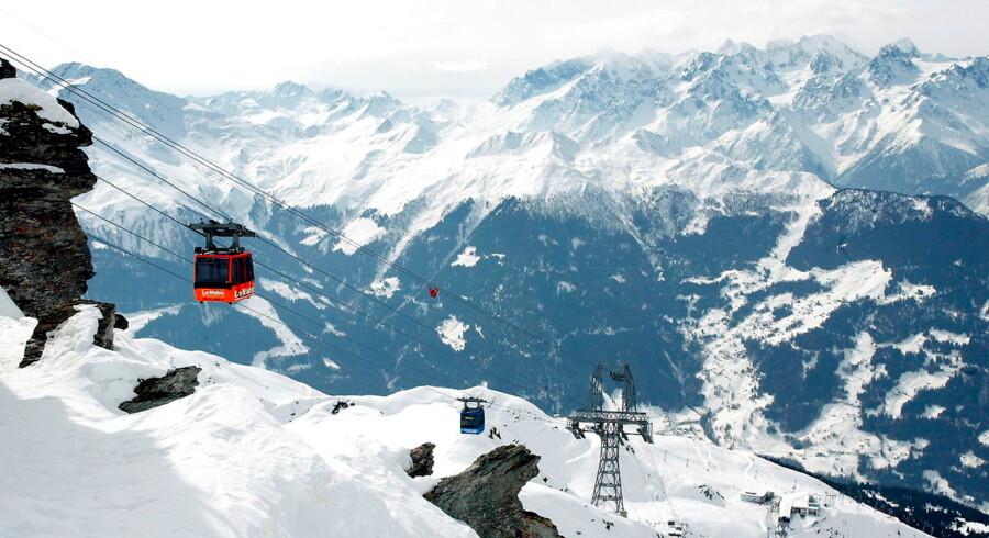 Skal der betales arveafgift, hvis modtageren bor i Schweiz – eksempelvis med udsigt over skiterrænet i det eksklusive skisportssted Verbier. Arkivfoto.