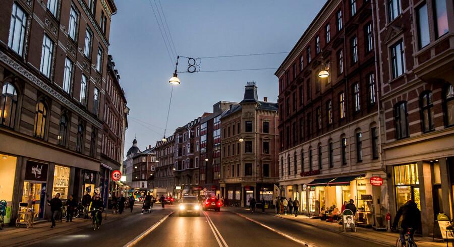 Mange private har lavet indsamlinger for at få julepynt op på Nørrebrogade, men der er lang vej op til de 180.000-190.000 kroner handelsforeningen skal bruge på at hænge julelysene op. Nørrebro Lokaludvalg har også støttet med 45.000 kroner i år, men det hænger alligevel ikke økonimisk sammen.