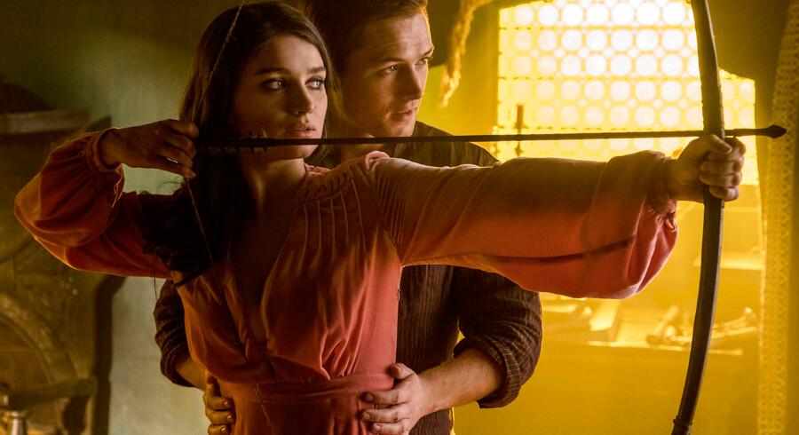 Robin er en ung livsglad og rig knøs, der helst vil snave sin kæreste Marian i bund dagen lang på sit gods