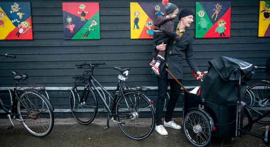 Christian Nørgaard har sagt sit gode job op og rejser nu ud i verden i et halvt år med sin hustru, Stine, og parrets tre børn. Her skal Agnes på tre år i vuggestue.