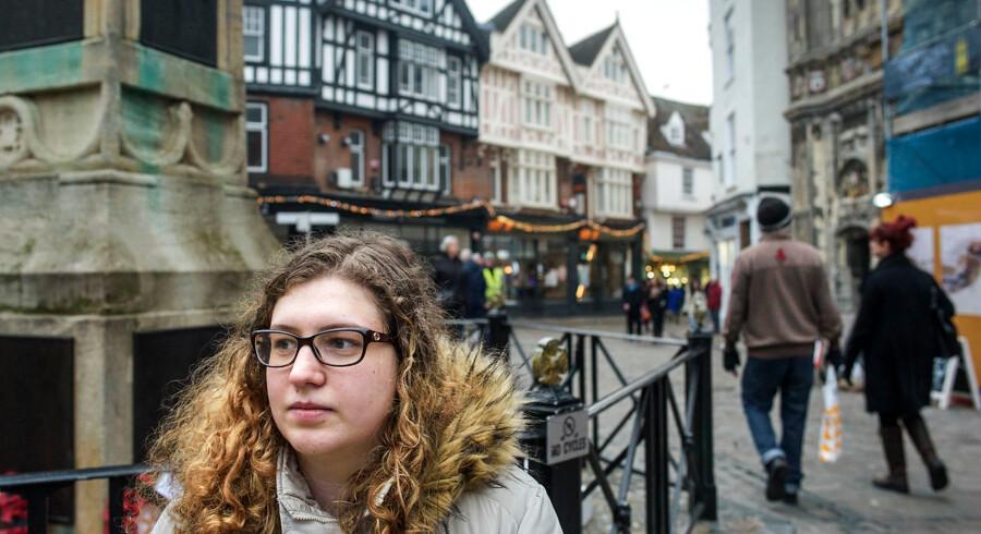 Phoebe Fletcher læser til lærer i Canterbury. Hun har dansk mor og kunne godt tænke sig en gang at prøve at undervise i Danmark. Hun er bekymret over, at Brexit måske kunne udelukke den mulighed.