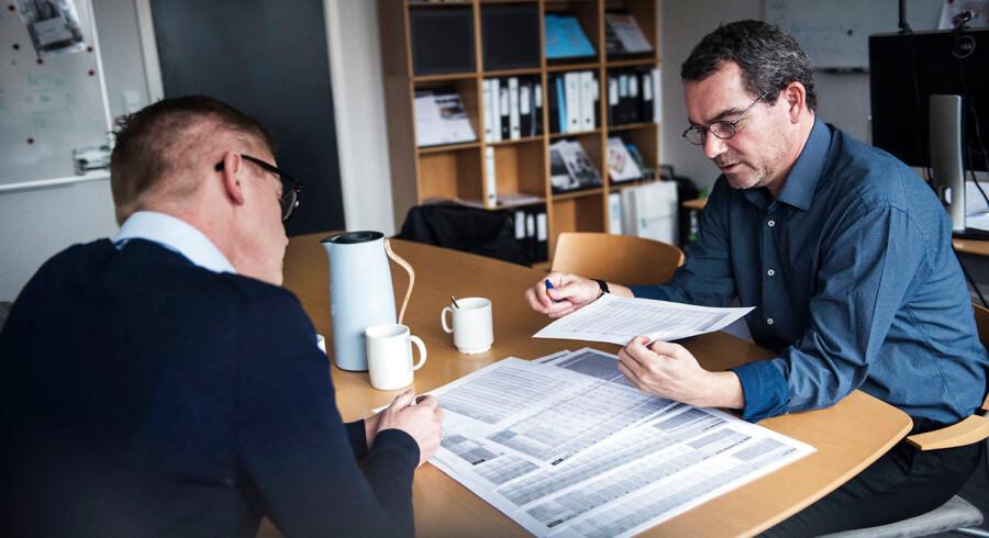 René Sigaard Mikkelsen (th.) er beskæftigelseschef på Jobcenter Vallensbæk. Jobcentret er et af de mest effektive i landet. Til venstre er det virksomhedskonsulent Lars Bo Winther.