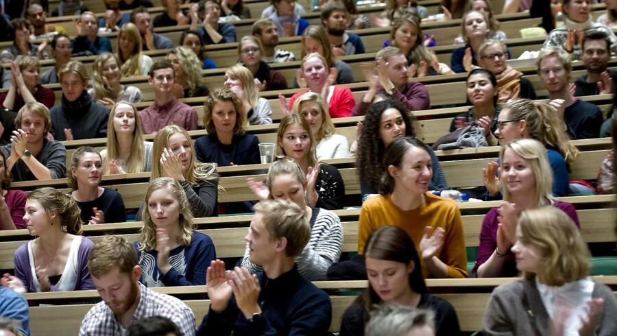 »Jeg havde en total lorteoplevelse med at være tutor, fordi jeg simpelthen synes, at de andre mandlige tutorer var megaklamme over for de nye piger,« fortæller studerende i ny undersøgelse af omfanget af sexchikane på universiteterne.