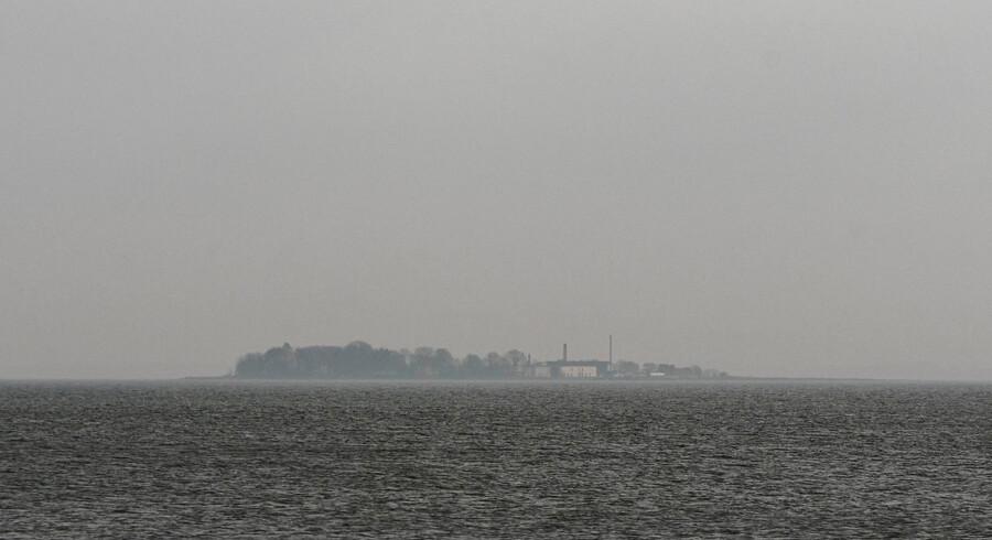 Der er intet drikkevand på Lindholm, og efter årtiers forsøg med blandt andet mund- og klovsyge og svinepest er smittefaren så stor, at øen først bliver beboelig i 2020.