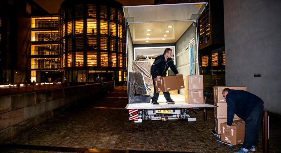 Klokken fem mandag morgen læssede Skatteministeriet tusindvis af dokumenter afsted til Undersøgelseskommissionen om Skat.