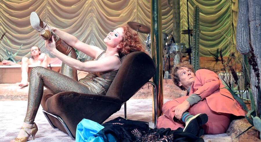 Johanne Louise Schmidt er blændende som den vildt kæmpende »kat«, Maggie – her med Patrick Baurichter og Mikkel Arndt.