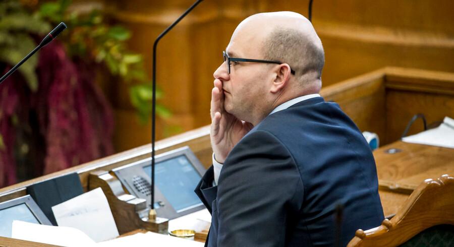 Justitsminister Søren Pape Poulsen (K) har i årevis kritiseret myndighedernes tusindvis af kontrolbesøg i private hjem uden dommerkendelse. Hidtil har han dog ikke haft det store held med at ændre på tingene